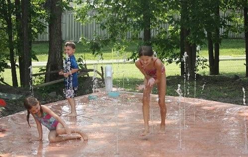 Se convierten en un éxito los juegos acuáticos sin profundidad Water Journey