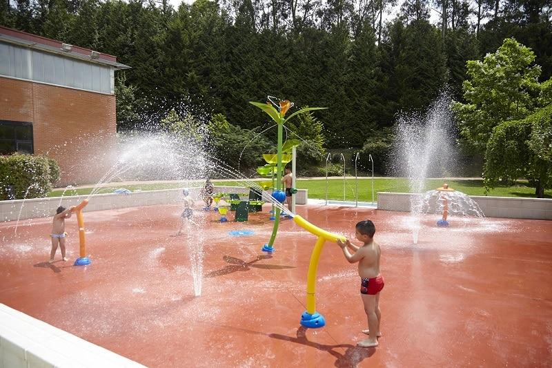 Reconversi n de una piscina municipal en un parque de agua for Piscinas paco yoldi