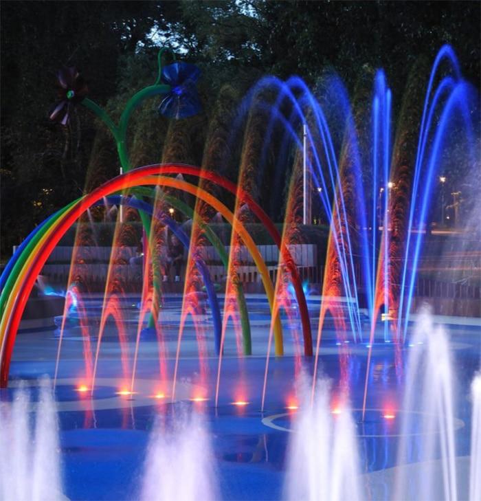 espectacular fuente iluminada nocturna