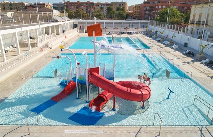 Integración de un parque de agua sin profundidad VORTEX en una piscina municipal