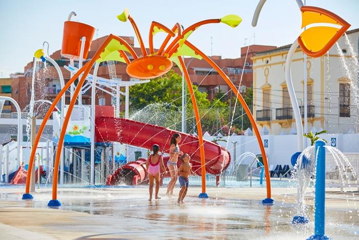 Jorge Barata en colaboración con Vortex transforma la piscina municipal de Paterna en un parque acuático