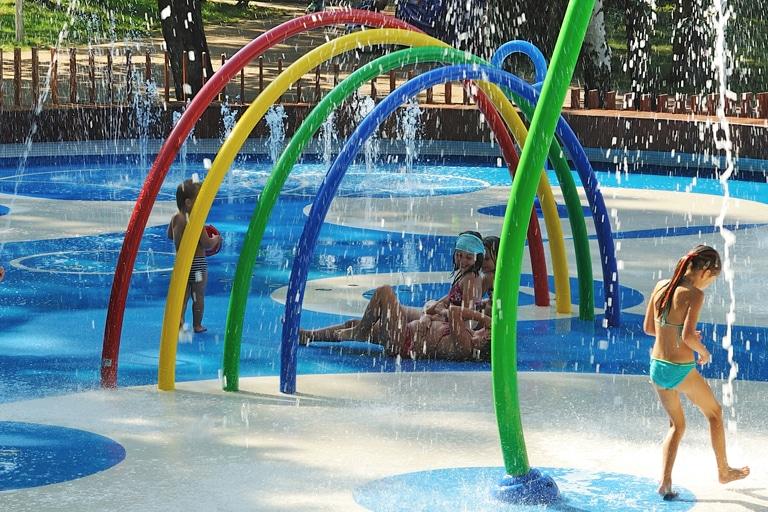 Los parques de agua sin profundidad VORTEX en entornos urbanos