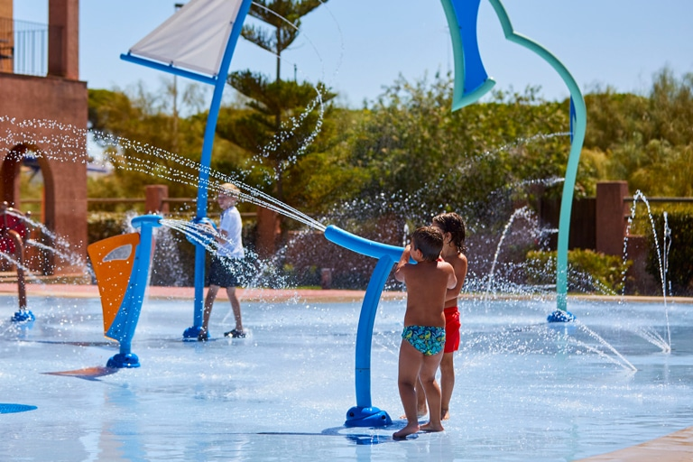 Equipamiento de hotel necesario para tu proyecto de parque acuático