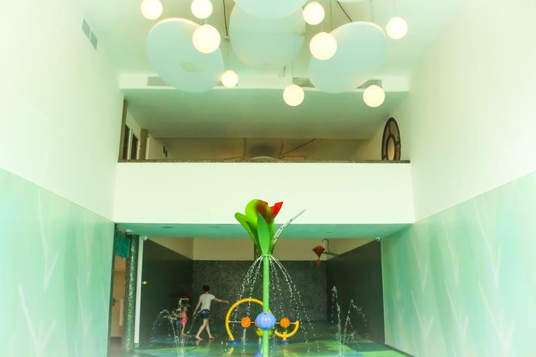 Interior del Splashpad indoor de VORTEX