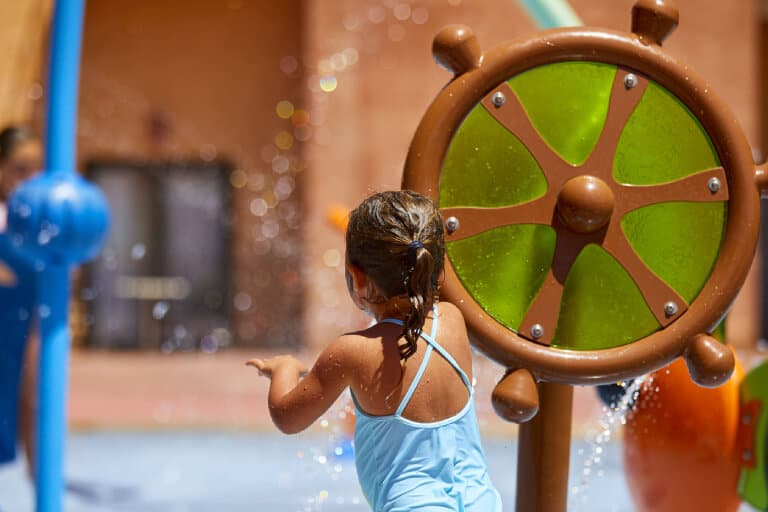Cómo diseñar un parque acuático que combine diversión y aprendizaje