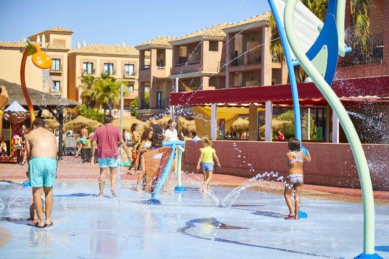 ¿Por qué las familias se decantan por hoteles con parque acuático?