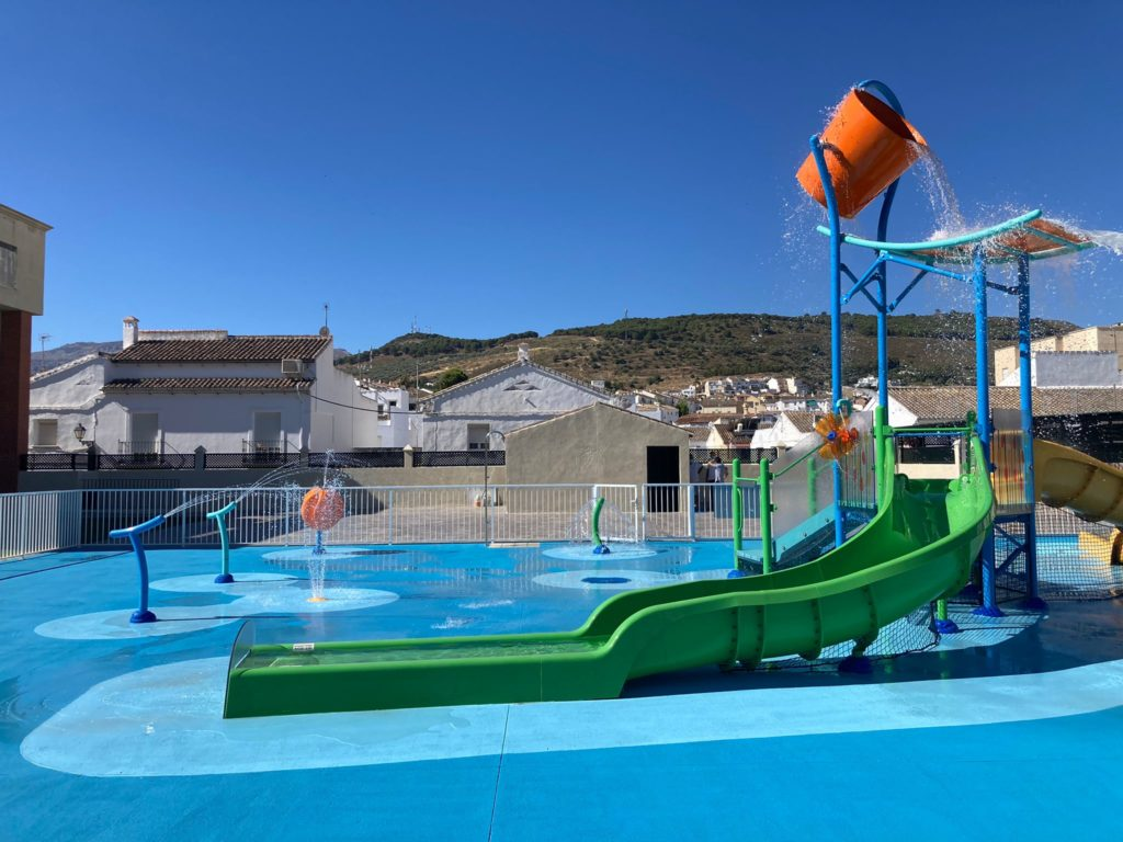 Gran cubo Supersplash de VORTEX en la piscina municipal de Antequera